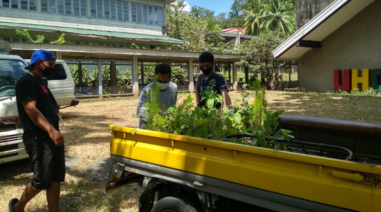 EL Team donates fresh produce, planting materials to stranded dormers