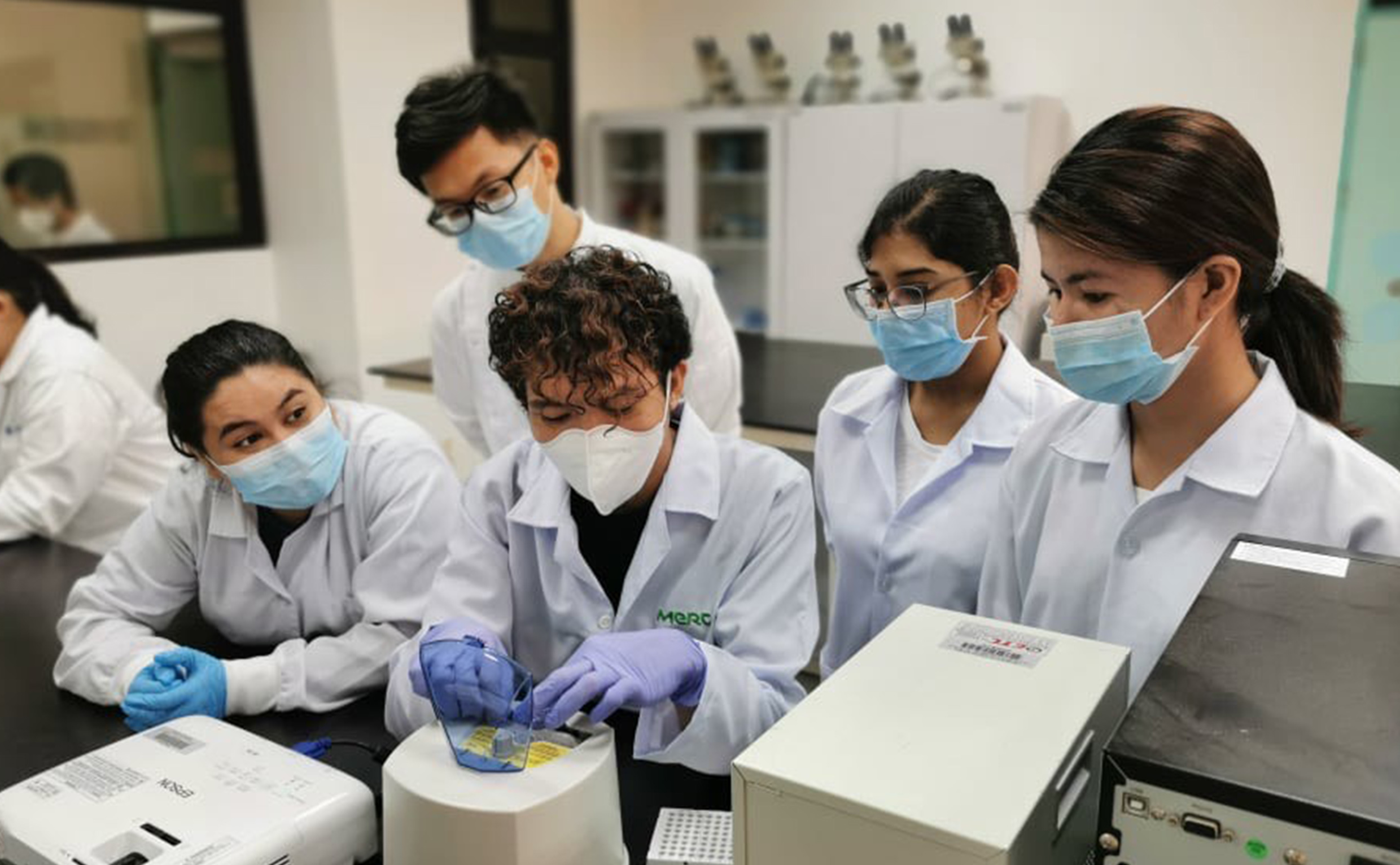 UPLB medical technologists and volunteers train in COVID-19 testing