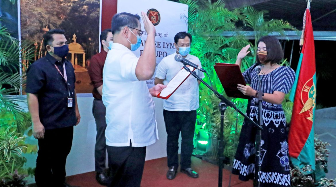 Dr. Dupo takes oath as UP Faculty Regent